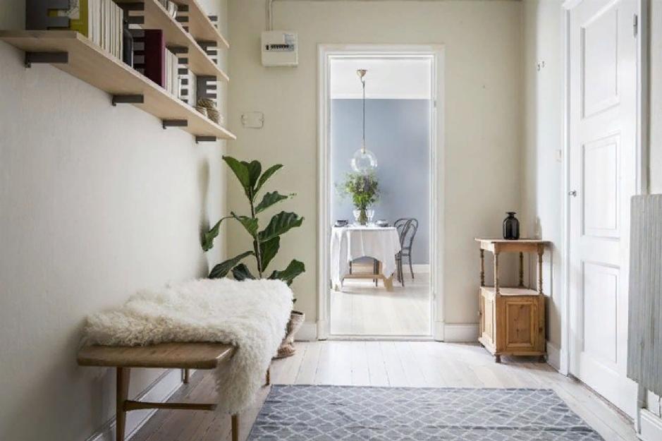 Прихожая в скандинавском стиле с входа создают чувство уюта дома