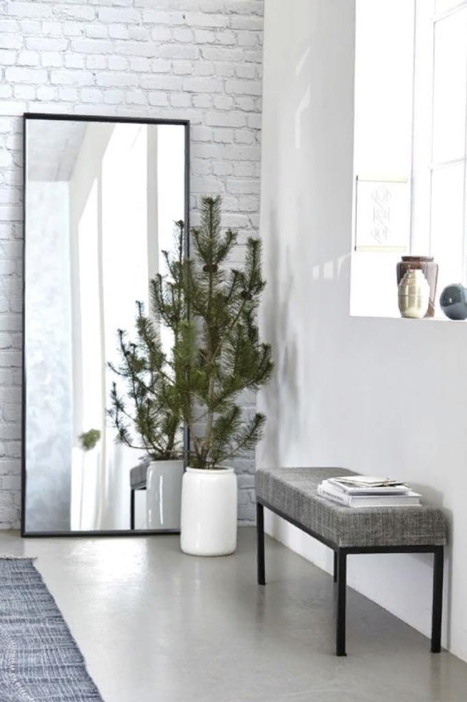 Яркий белый и в идеале естественный свет - прекрасное дополнение стиля