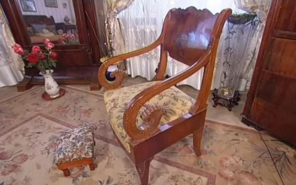Памятные старинные кресла