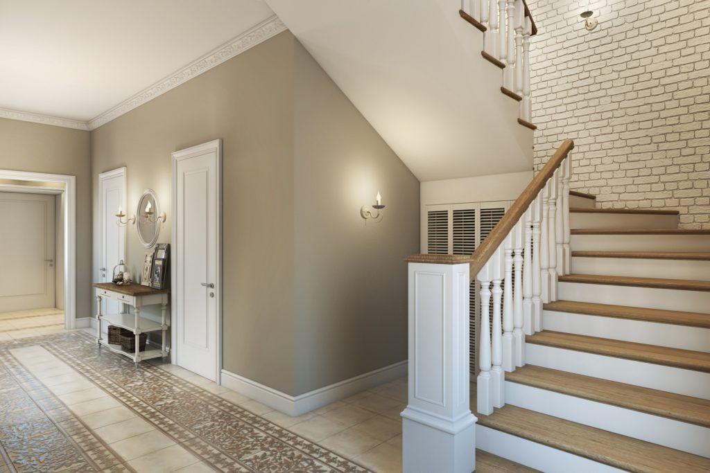Светлое и просторное помещение возле лестницы