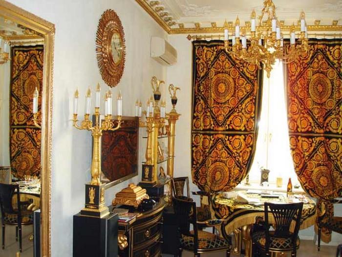 Греко-римское оформление появляется почти во всех помещениях