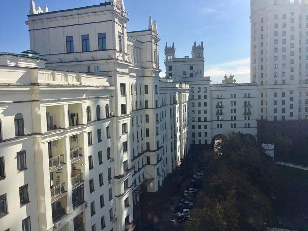 Сталинка, где расположена квартира