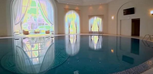 Шикарный домашний бассейн