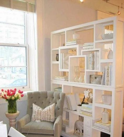 Книжный шкаф вместо стены