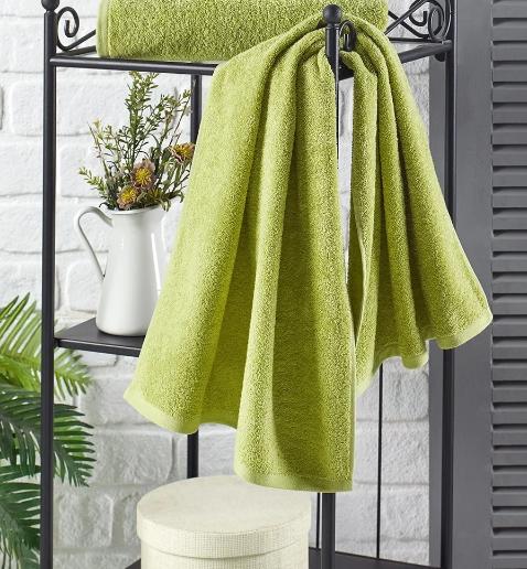 Полотенца гармонируют даже с растениями в ванной